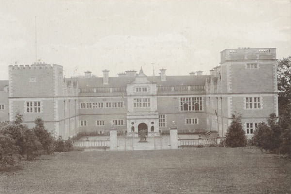 Stokesay Court History